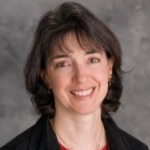 Elizabeth Arndt headshot
